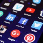 Téléphone avec les différents réseaux sociaux