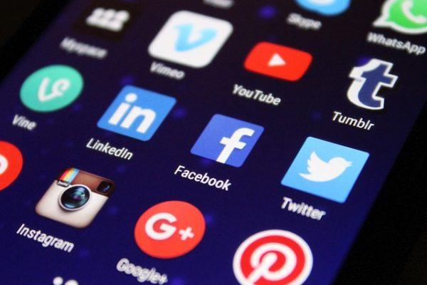Les avantages et risques d'une stratégie digitale sur les réseaux sociaux